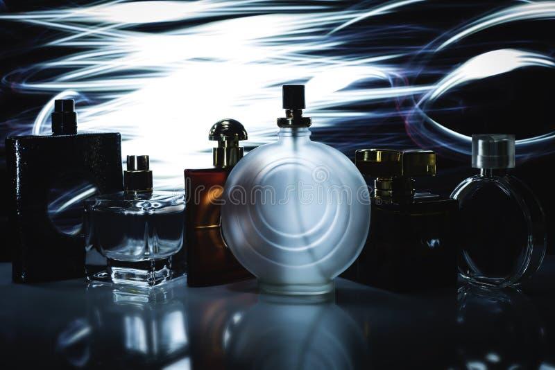 Parfumerie, cosmétiques, collection de parfum photos stock