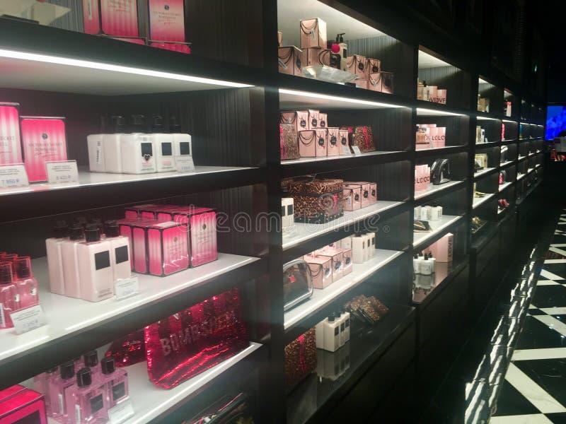 Parfumerie de Victoria's e loja secretos da roupa interior imagem de stock