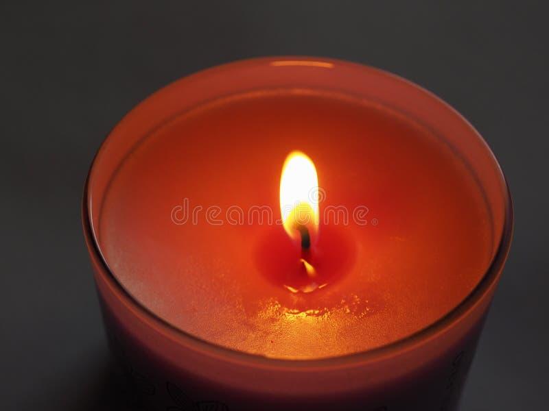 parfymerad stearinljusflamma arkivfoto