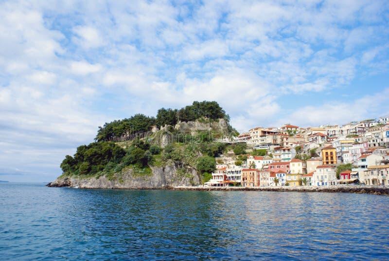 Parga stad och port i Grekland royaltyfri fotografi