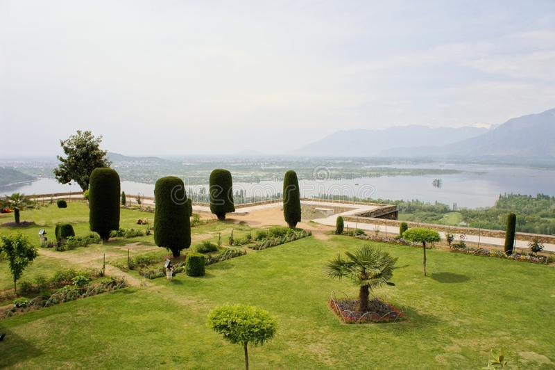Pari Mahal Mughal ogród z Dal jeziorem, Srinagar obrazy royalty free