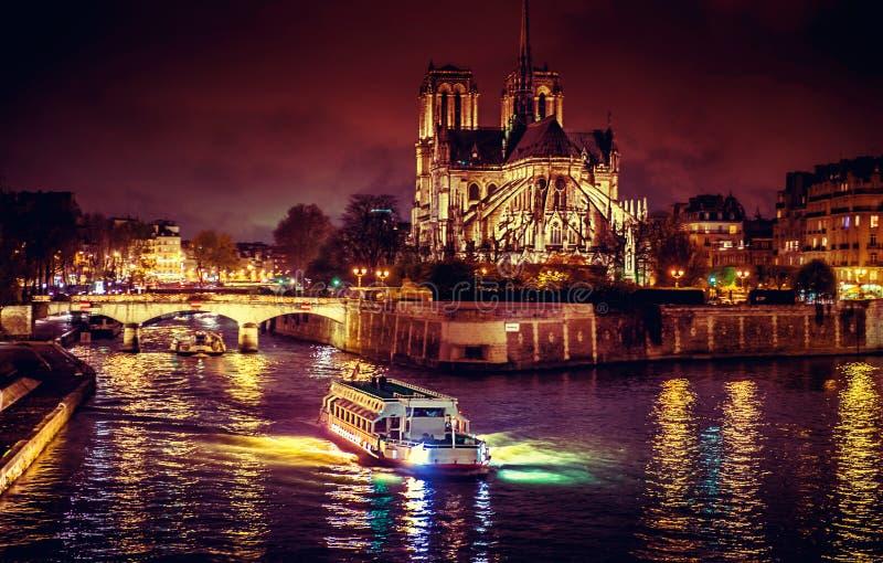 Parigi alla notte immagini stock libere da diritti