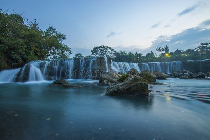 Parigi den lilla niagara vattenfallet arkivbilder