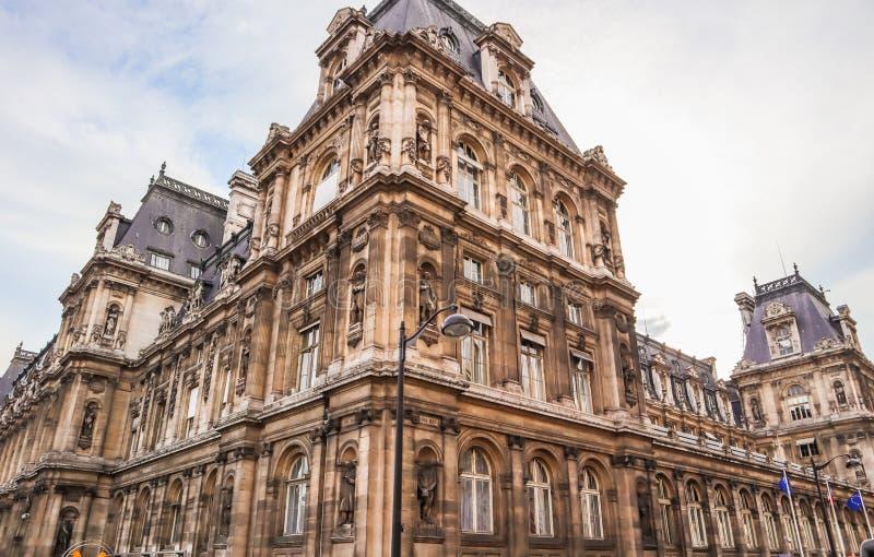 Parigi/Francia - 6 aprile 2019: Bella facciata di monumento storico Hotel de Ville, il comunedi Parigi fotografie stock libere da diritti