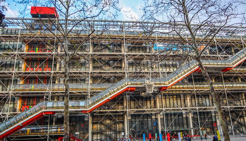Parigi/Francia - 6 aprile 2019: Facciata del centro di Georges Pompidou in primavera fotografia stock