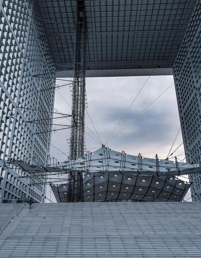 Parigi, Francia, giugno 2019: Il grande arco del La Grande Arche de la Defense della difesa immagini stock