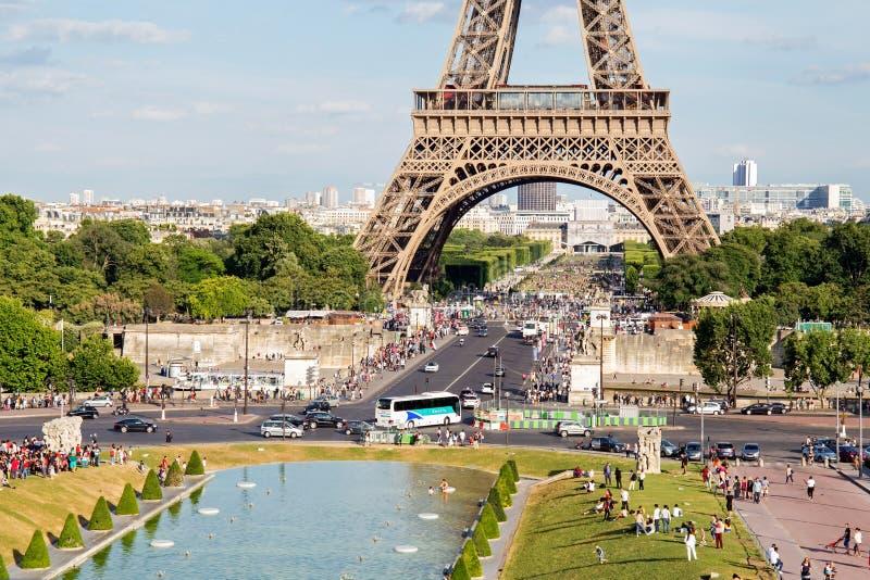 PARIGI, FRANCIA - 24 GIUGNO 2017: Vista della torre Eiffel da Place de Trocadero immagini stock libere da diritti