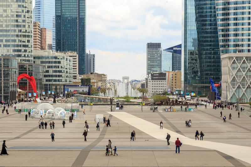 Parigi, Francia, il 31 marzo 2017: Difesa della La - affare moderno e distretto finanziario a Parigi con i grattacieli fotografia stock libera da diritti