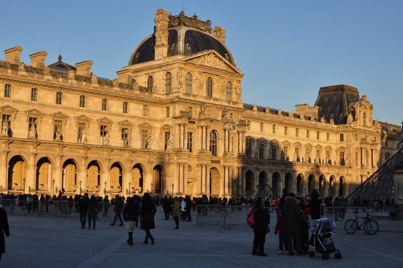 Parigi, Francia - 02/08/2015: Vista del museo del Louvre fotografia stock libera da diritti