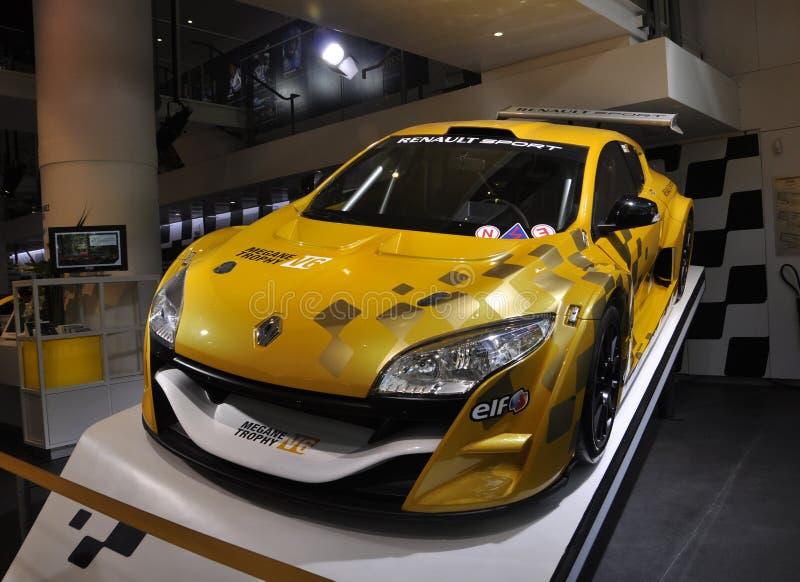 Parigi, il 20 agosto - automobile di Renault in sala d'esposizione a Parigi immagine stock libera da diritti
