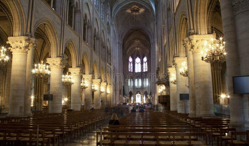 Parigi - interiore della cattedrale del Notre Dame fotografia stock libera da diritti