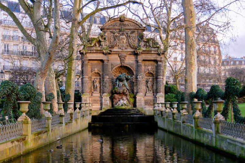 Parigi - la fontana di Medici fotografia stock