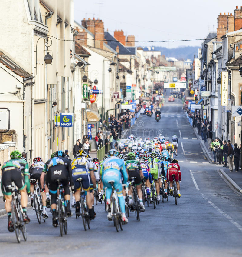 Parigi Nizza 2013 che ciclano: Fase 1 in Nemours, Francia immagini stock