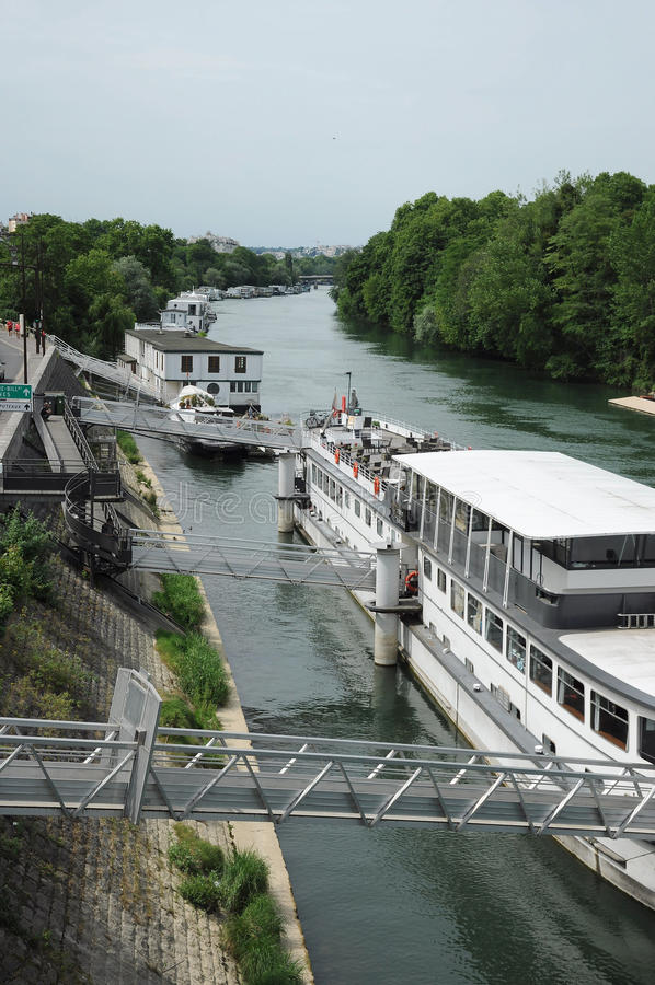Parigi su acqua fotografie stock