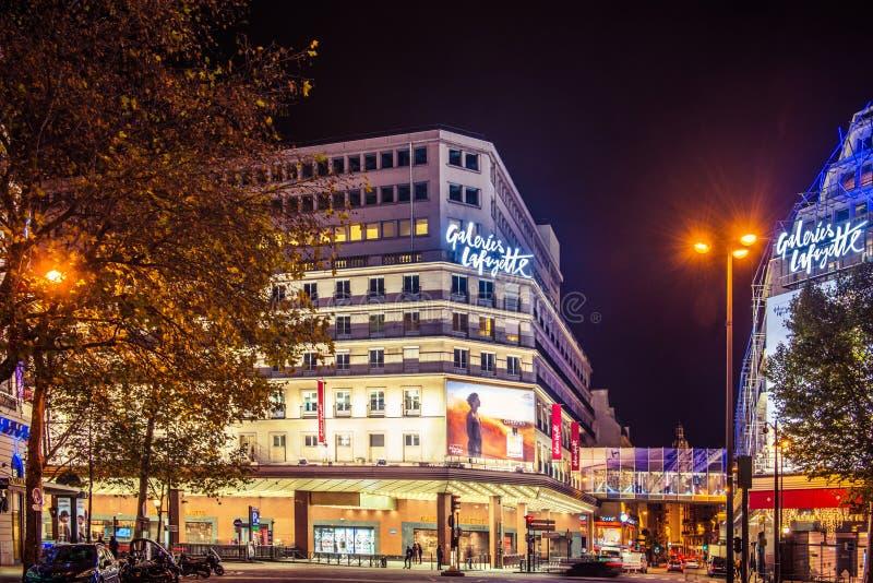 Parijs bij nacht stock fotografie