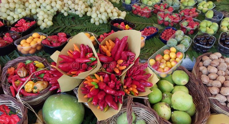 Parijs, de Landbouwersmarkt van Frankrijk, Kleurrijke Vertoning van Vruchten en Groente stock fotografie