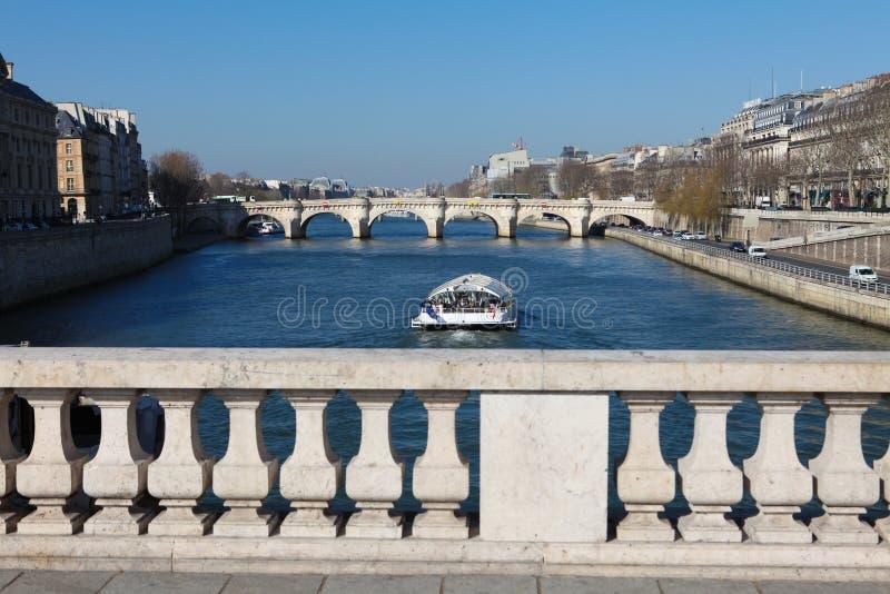 Parijs - de Rondvaart van de Zegen stock foto