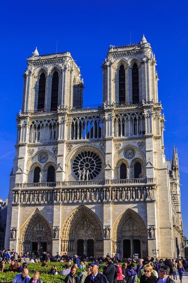 PARIJS, FRANKRIJK - APRIL 15, 2019: De kathedraal van Notredame de paris, Frankrijk Gotische Architectuur royalty-vrije stock afbeelding