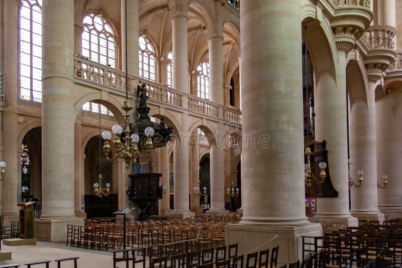 PARIJS, FRANKRIJK 25 April, 2016 Kerk heilige-Etienne-du-Mont - bekijk het binnenland royalty-vrije stock afbeelding
