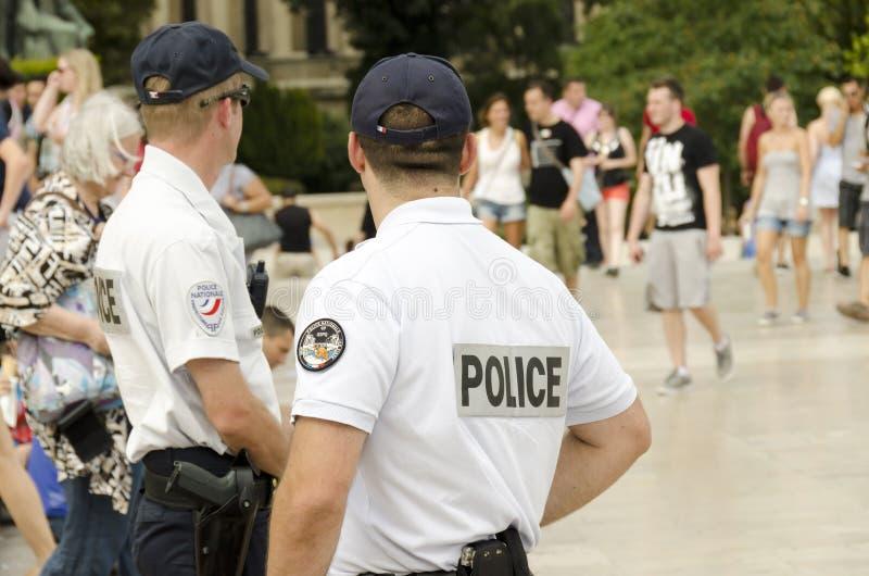 Parijs, 16 Frankrijk-Augustus, 2013: Franse politiepatrouille in het centrum van Parijs royalty-vrije stock afbeelding