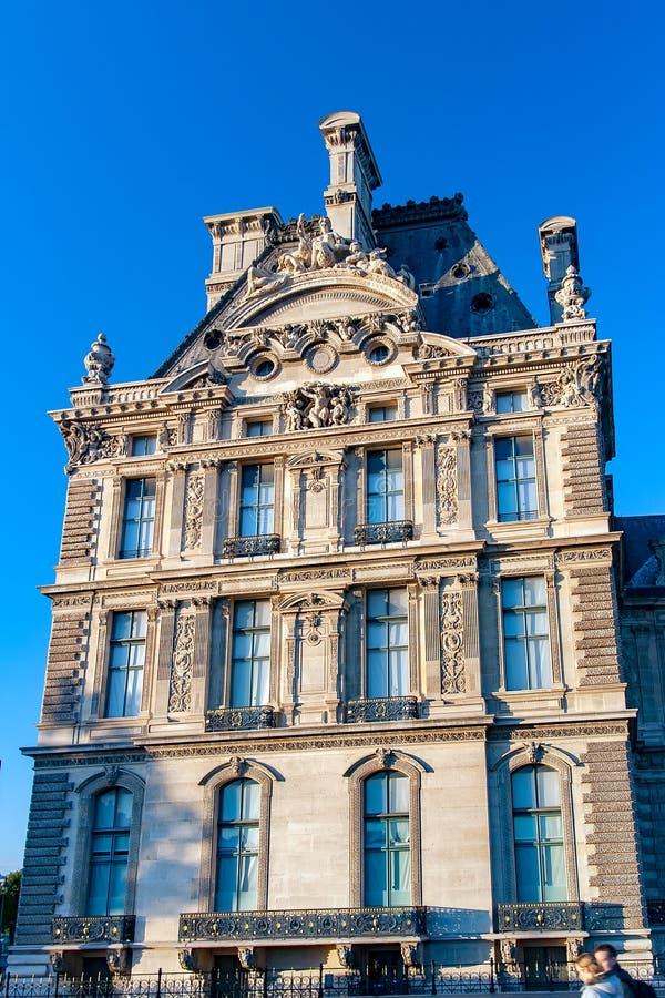 PARIJS, FRANKRIJK - détail DE La façade du musée du Louvre royalty-vrije stock afbeeldingen