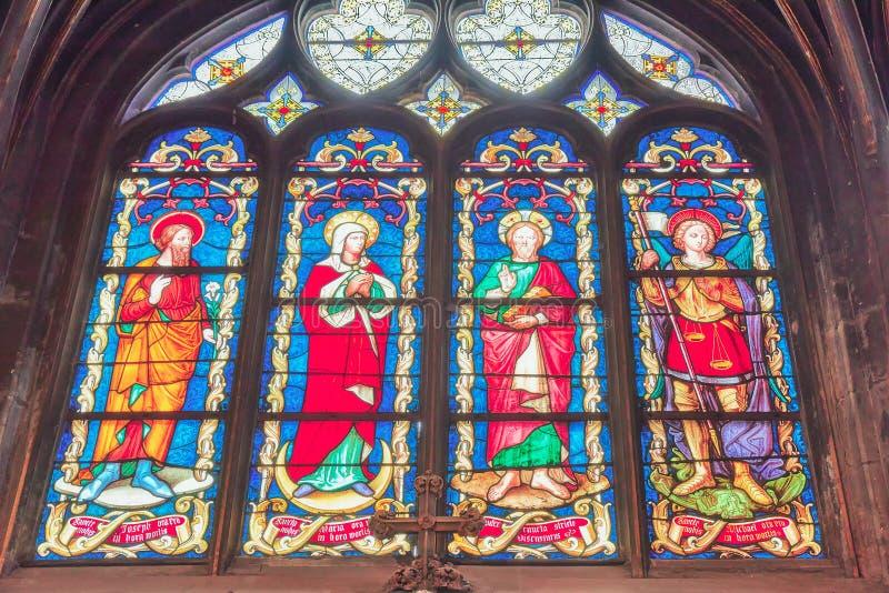 PARIJS, FRANKRIJK - JULI 06, 2016: Gebrandschilderd glas binnen heilige-Germai royalty-vrije stock foto's