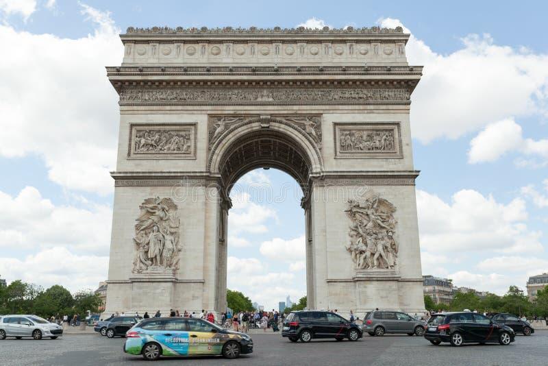 PARIJS, Frankrijk 02 Juni 2018: : De Triomfantelijke boog DE triomphe van Boogde l Etoile Het monument werd ontworpen door Jean C royalty-vrije stock afbeelding