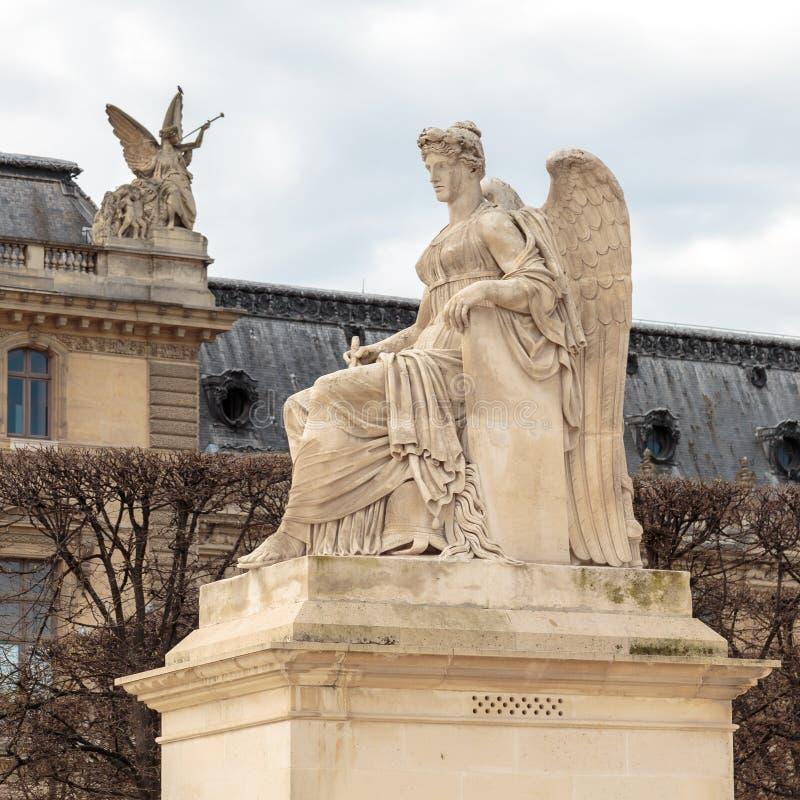 Parijs, Frankrijk, 28 Maart 2017: Allegoriestandbeeld van Zegevierend Frankrijk, dichtbij Arc de Triomphe du Carrousel, Parijs royalty-vrije stock afbeelding