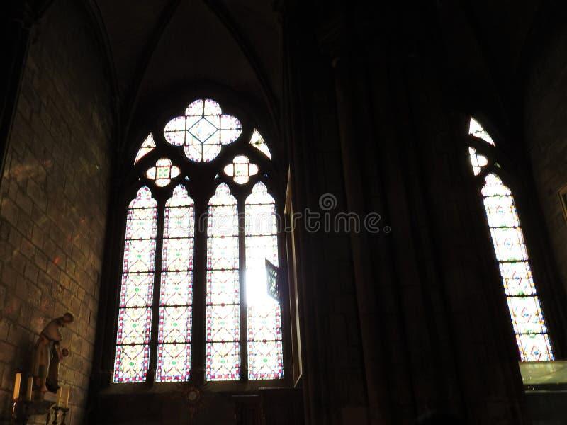 Parijs, Frankrijk - Maart 31, 2019: Binnenland van Notre Dame de Paris in Parijs, Frankrijk De kathedraal van Notre Dame is één v royalty-vrije stock afbeeldingen
