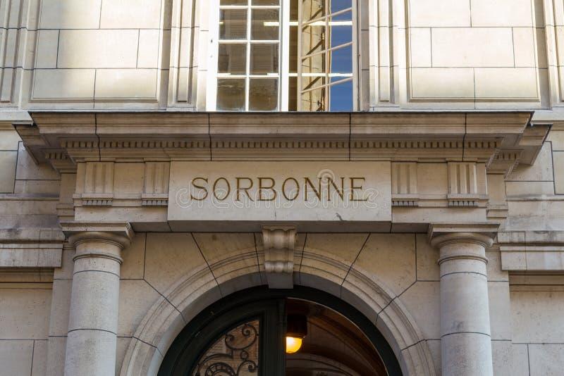 Parijs, Frankrijk, 27 Maart 2017: De Universiteit van Parijs, de universitaire, beroemde universiteit van Sorbonne in langs opger stock foto