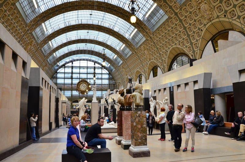 Parijs, Frankrijk - Mei 14, 2015: Bezoekers in Musee d'Orsay in Parijs royalty-vrije stock afbeelding