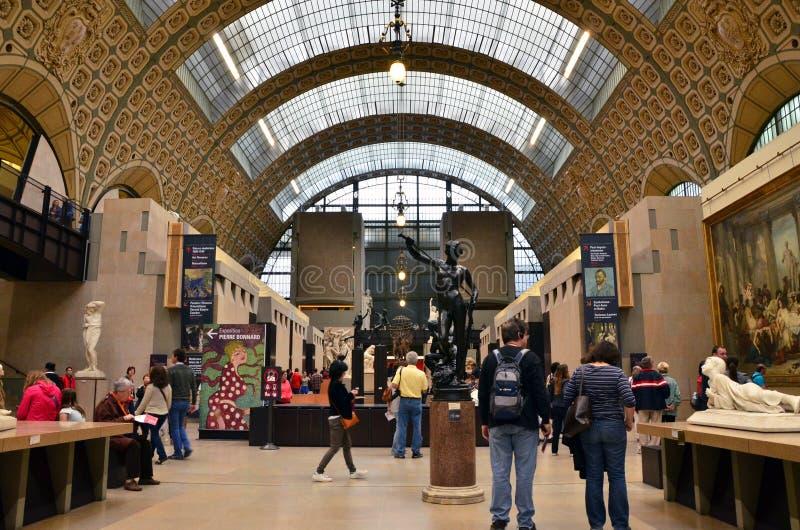 Parijs, Frankrijk - Mei 14, 2015: Bezoekers in Musee d'Orsay in Parijs stock afbeelding