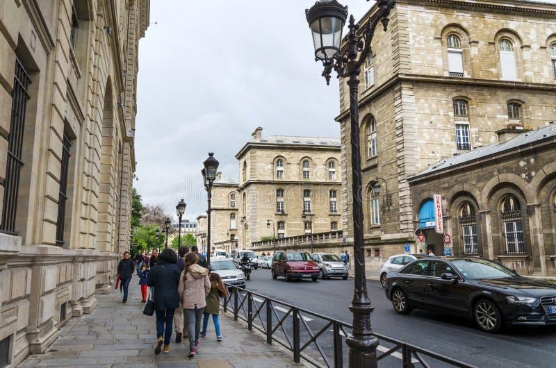 Parijs, Frankrijk - Mei 14, 2015: De Franse Mensen halen binnen Eiland, Parijs aan stock afbeeldingen