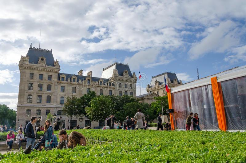 Parijs, Frankrijk - Mei 14, 2015: De Franse Mensen halen binnen Eiland, Parijs aan stock foto's