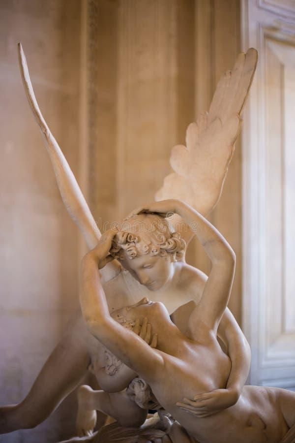 Parijs, Frankrijk - Mei 3, 2014: Het standbeeldpsyches van Antonio Canova ` s door Cupido` s Kus worden, in 1787 eerst wordt opge royalty-vrije stock foto's