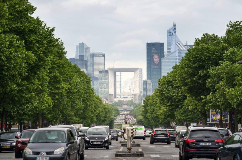 Parijs, Frankrijk - Mei 14, 2015: Verkeer bij La-Defensieeconomische sector stock afbeelding