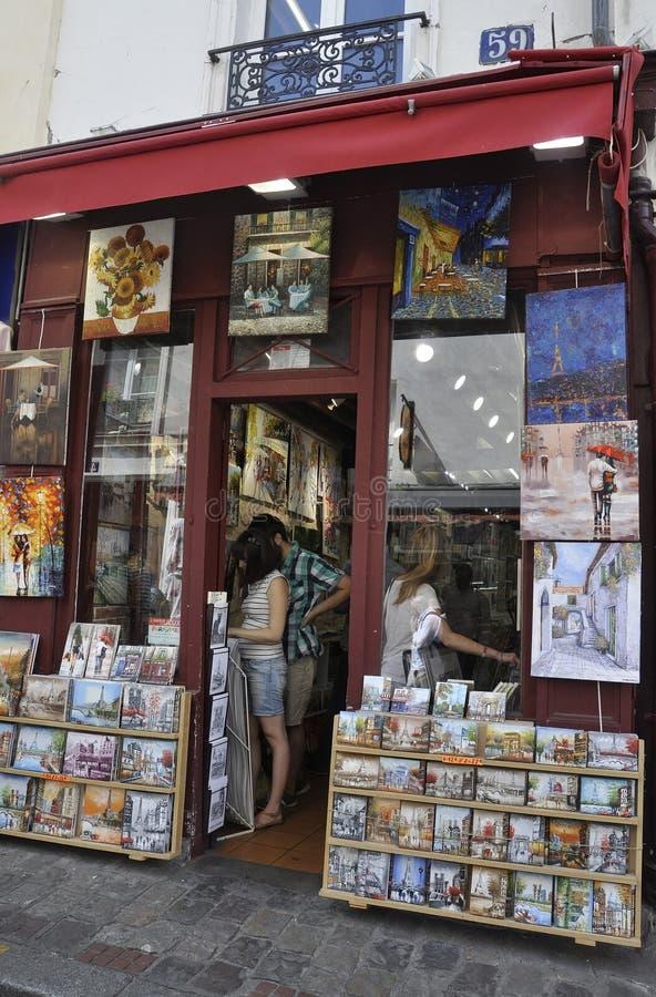Parijs, 17 Juli: Kunstenwinkels van Montmartre in Parijs stock afbeelding