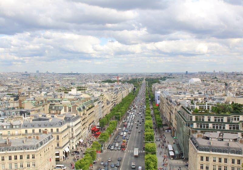 PARIJS, JULI 2017: Mening van Champs Elysees van de Boog DE Tri stock afbeelding