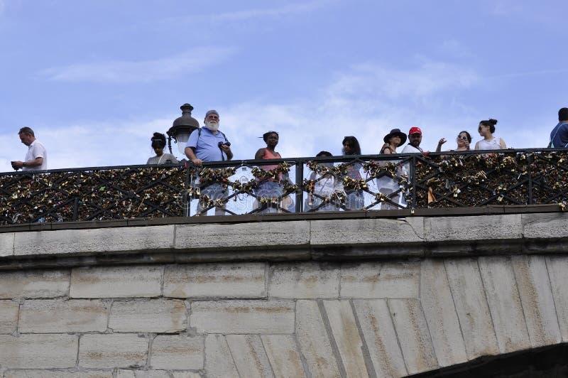Parijs, 18 Juli: Pont des Arts over Zegen van Parijs in Frankrijk stock fotografie