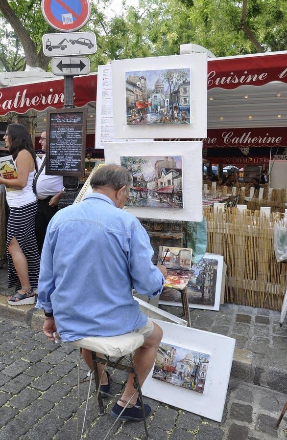 Parijs, 17 Juli: Schilders op zijn plaats DE Tertre van Montmartre in Parijs stock foto's