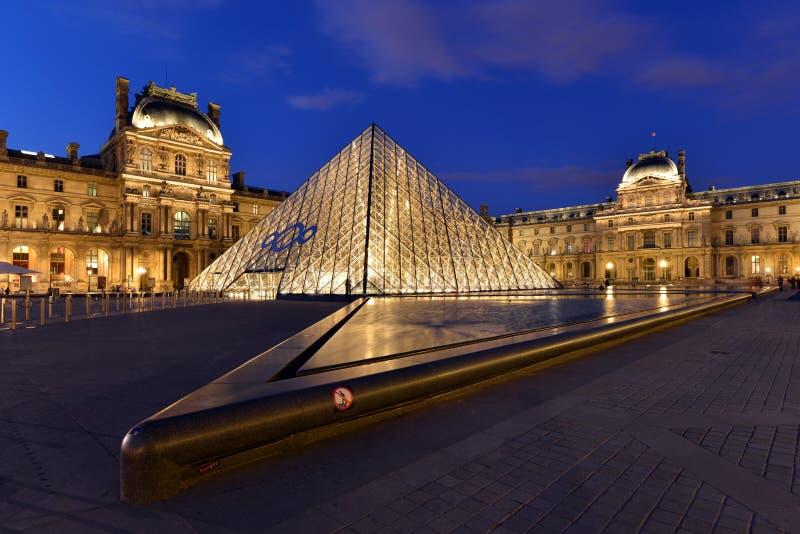 Parijs, Louvre stock foto's