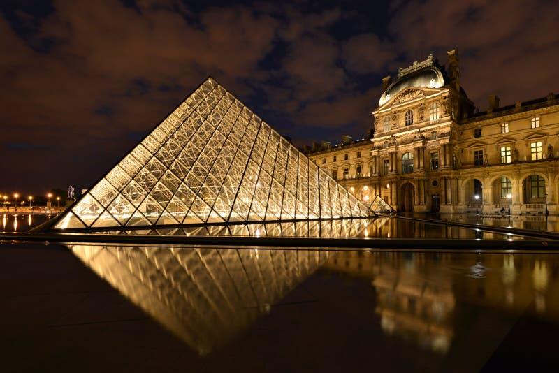 Parijs, Louvre stock afbeeldingen