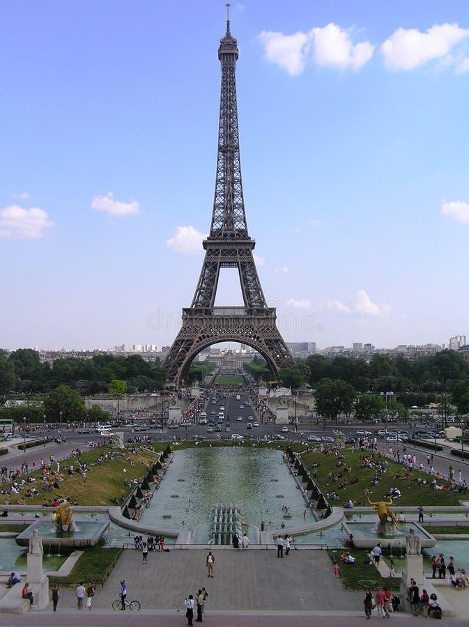 Parijs, mening van de Toren van Eiffel van fonteinen van Trocadero stock foto