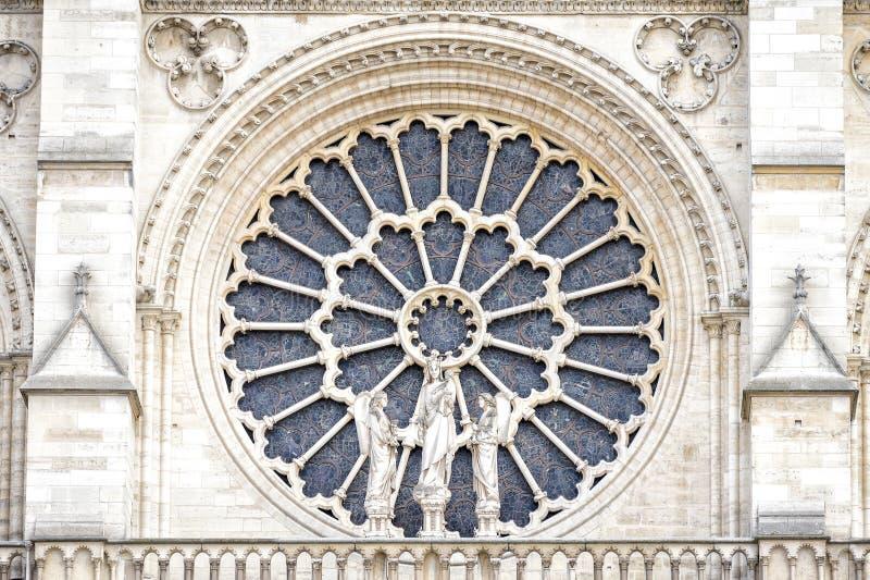 PARIJS, NOTRE DAME: Het westelijke roze venster, en architecturale details van het katholieke kathedraalnotre-dame de paris stock fotografie
