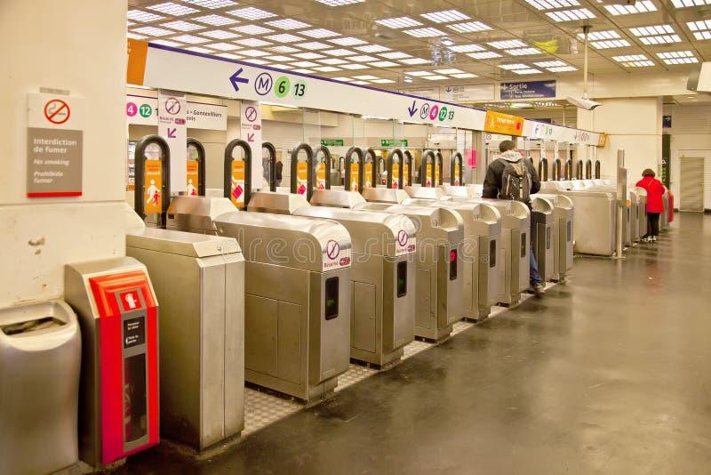 paris Вход на станцию подполья стоковые изображения rf