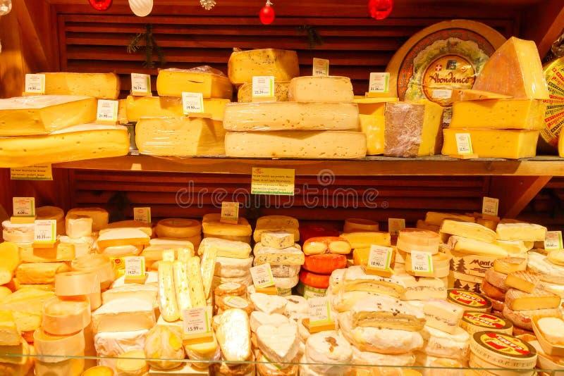 paris магазин сыра стоковые изображения