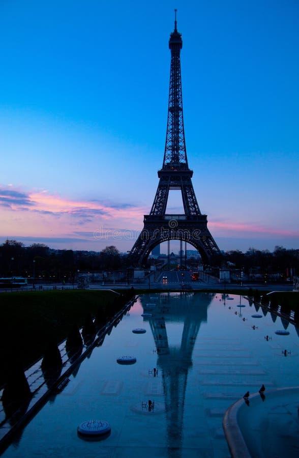 Paris afton med Eiffeltorn royaltyfria bilder