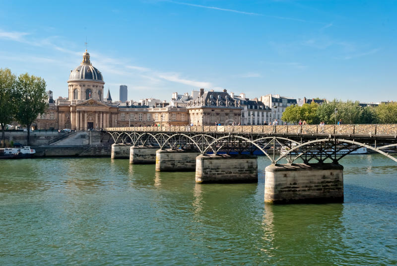 Paris, artes do DES de Pont no rio de Seine imagem de stock royalty free
