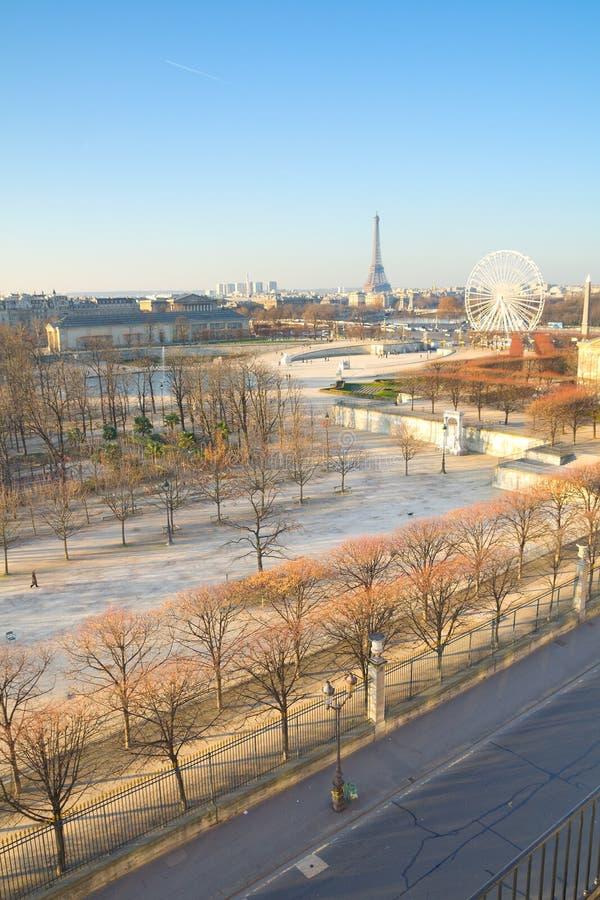Paris auf einem Sonntags-Morgen stockfotos