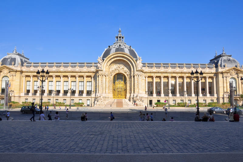 PARIS 14. AUGUST: Die Petit Palais-Fassade 14,2009 im August in Paris, Frankreich. stockfoto